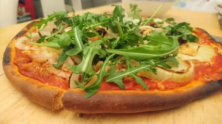Homemade Pizza Tonno with onions sun dried tomatoes and some fresh rocket on top #pizza #food #foodporn #yummy #love #dinner #salsa #recipe