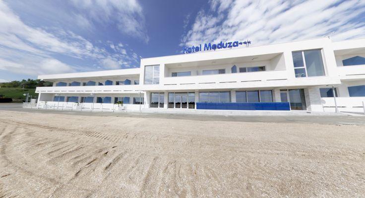 Hotelul Meduza este situat in statiunea Olimp si este o constructie noua, deschiderea lui va avea loc in sezonul estival 2016. Se ampleaseaza pe zona limitrofa