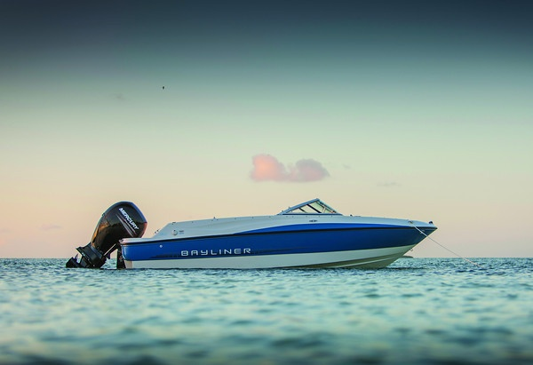 The 190, Bayliner's largest outboard-powered #Bowrider! #boats