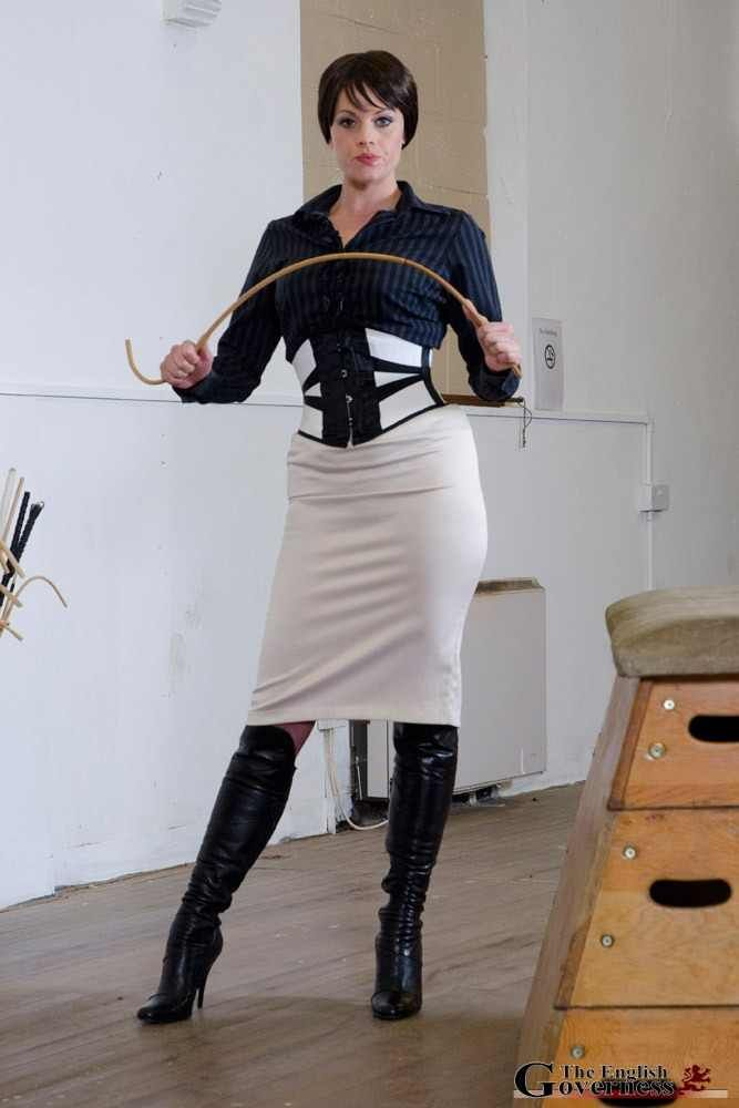 In the Service of Female Supremacy : Photo