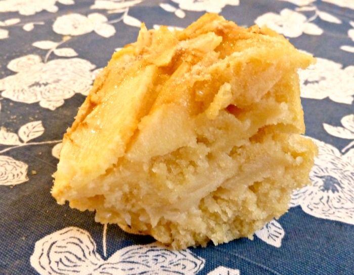 Bonjour tout le monde !! Aujourd'hui juste le meilleur gâteau aux pommes du monde !! Si si Bon d'habitude je n'aime pas dire « le meilleur… » mais là c'est un gâteau que j'ai fait plusieurs fois et je ne vois pas quoi améliorer, il est moelleux, fondant, pas trop gras, et il est booon. La touche de sucre vanillé à …