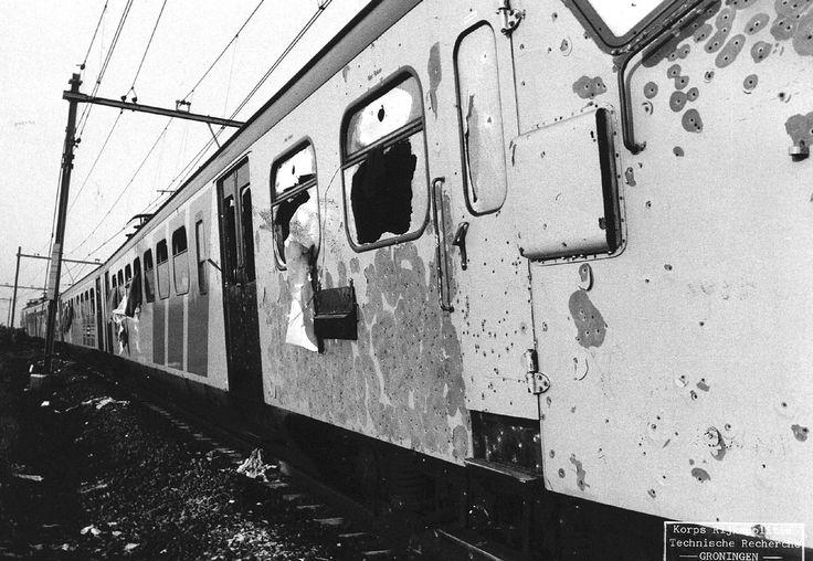 Treinstel na de bevrijdings actie, overkill bij de Punt op 11 Juni 1977 doorzeefden  36 scherpschutters de gekaapte  trein met 15.000 kogels.