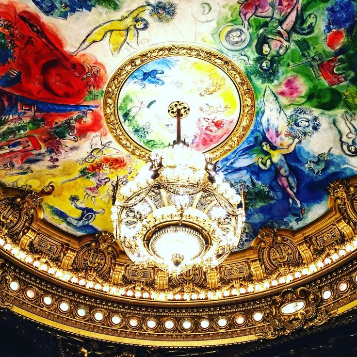Dettaglio del soffitto dell'Opéra Garnier dipinto da Chagall.  Un tripudio di colori.  L'incanto di alzare gli occhi in alto e librarsi. #parigidascoprire #feelparisregion #Parigi#wowshot #city_explore #visitparis #TopParisPhoto #exclusivefrance #parisiloveyou #visitparis #topfrancephoto #passionpassport #parismaville #parisjetaime #vivreparis #parisvue #paristourisme #parisweloveyou   #巴黎 #Париж #باريس