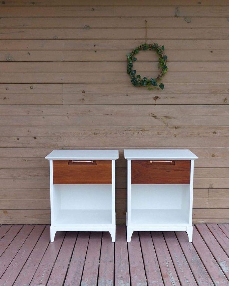 12 mentions J'aime, 1 commentaires – Roméo&Flavie (@romeoetflavie) sur Instagram : «Petites tables de chevet des années soixante-dix, rafraîchies. J'adore le style et leur solidité.…»