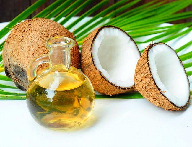 Óleo de coco hidrata, mas não deve ser aplicado puro no cabelo