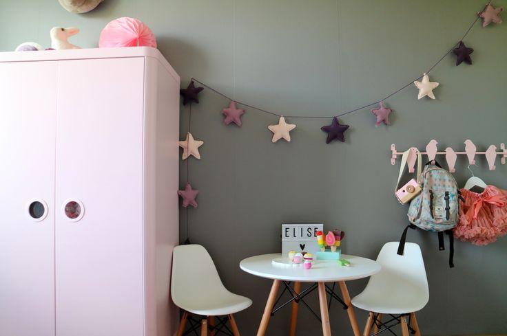 BARNRUM busunge, hämgare, IKEA, jollyroom, juniorsäng, pasteller, rosa, sänghimmel finalyan.se