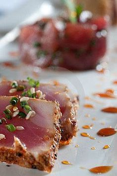 Een heerlijk voorgerecht met verse tonijn. Een succesnummer voor ieder dineetje. Kijk ook eens op http://hetetenisklaar.wordpress.com