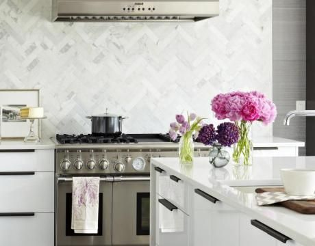 The White Countertop Is Nice Also Kitchens Marble Chevron Herringbone Pattern Backsplash Glossy Lacquer Modern Kitchen
