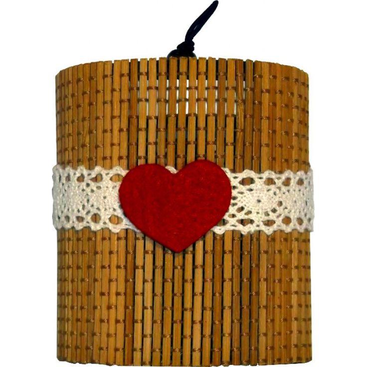 Небольшой подарочный набор на день Валентина.  В состав входит органическая свеча из сои и эфирных масел в подарочной  коробке из бамбука.Смесь-афродизиак: нероли, сандала, бергамота и мяты эфирные масла.  Наши специальные смеси из эфирных масел являются афродизиаками, которые  помогут Вам настроиться на романтический лад и провести незабываемую  ночь.