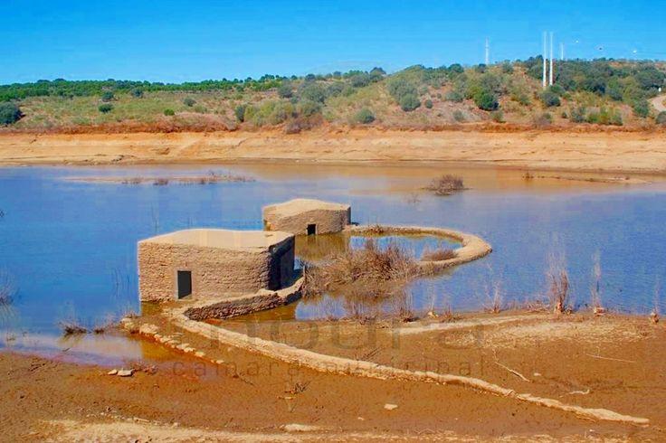 Foto: cm-moura.PT    A construção das barragens de Alqueva e do Pedrógão trouxeram benefícios, mas também a perda de alguns dos locai...