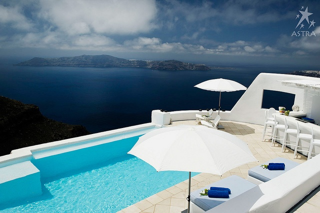 Share moments of relaxation and leisure at Astra suites, Santorini