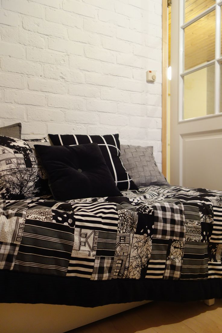 Tee-se-itse-naisen sisustusblogi: White-painted bedroom red brick wall (and some textiles I have made).