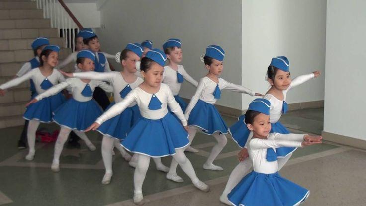 """Танец стюардесс """"Воздушный экипаж"""". Детский танцевальный коллектив """"Жура..."""