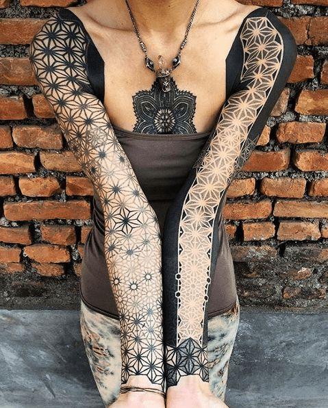 les 25 meilleures id es de la cat gorie tatouage bras femme sur pinterest tatouages au bras de. Black Bedroom Furniture Sets. Home Design Ideas