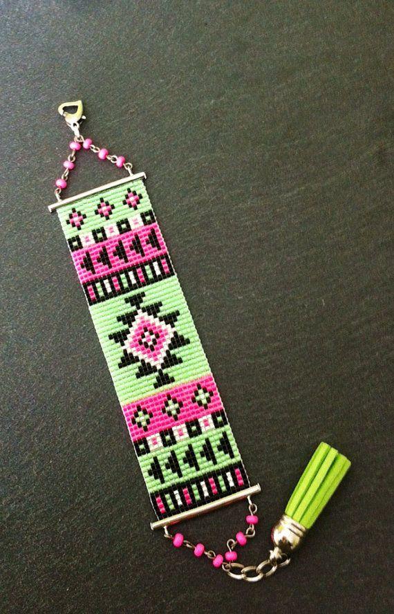 Bracelet Manchette Motif Aztèque Rose Fluo, Vert fluo, Noir et Argenté ! sur Etsy, 25,00€