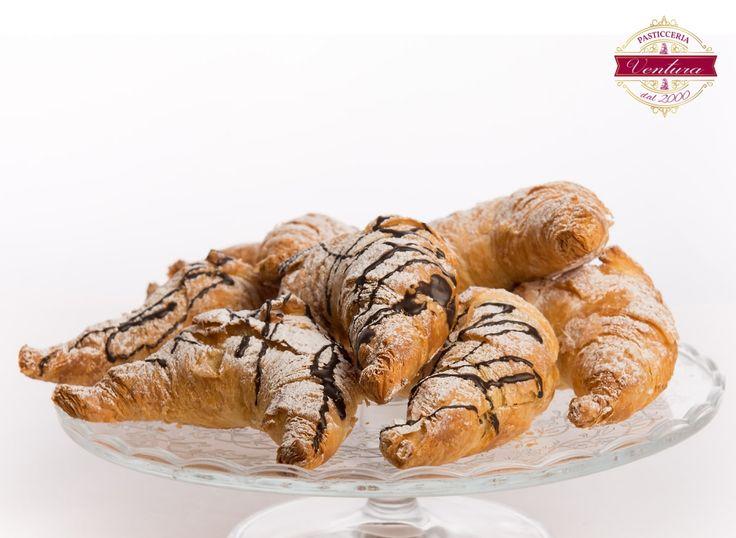 Croissant Crema ó Cioccolato - Croissant mit Creme oder Schoko-Crema - http://pasticceria-ventura.de - Pasticcini / Dolci bei Pasticceria Ventura in Ludwigsburg bei Stuttgart - traditionelles italienisches Gebäck nach sizilenischer Geheimrezeptur mit über 26 Jahren Erfahrung - mehr auf http://pasticceria-ventura.de