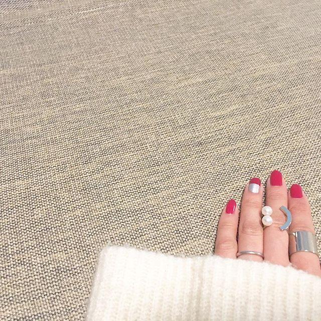 #セルフネイル 単色にしようかと思ったのに、 結局抑えきれず#ボルドー × #シルバー お馴染み#CANMAKE ×#100均ネイル#メタルカラーネイル . やぱ濃い色が私の黒い指に合う 来世では薄いピンクが似合う指になりたい