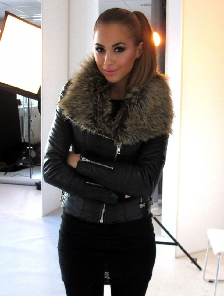Love the fur collar