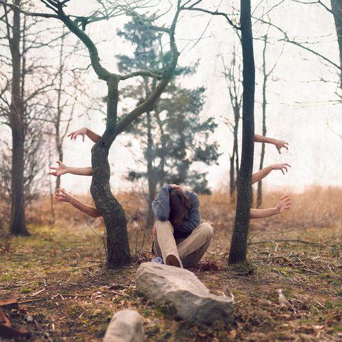 El miedo es la emoción más difícil de manejar. El dolor lo lloras, la rabia la gritas, pero el miedo se atraca silenciosamente en tu corazón.  David Fischman