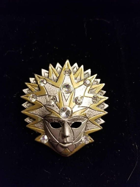 Hey, I found this really awesome Etsy listing at https://www.etsy.com/listing/561640306/vintage-italian-mask-brooch