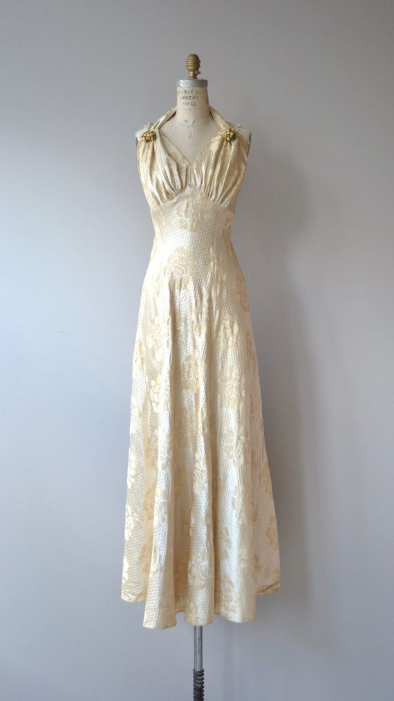 Vintage 1930s cream damask wedding gown with wax flowers at each shoulder, gathered bust and metal back zipper. ✂-----Measurements  fits like: small bust: 34 under bust: 28 waist: up to 30 hip: free length: 56 brand/maker: Original Design | U.S. patent condition: excellent  ✩ layaway is available for this item  to ensure a good fit, please read the sizing guide: http://www.etsy.com/shop/DearGolden/policy  ✩ visit the shop ✩ http://www.DearGolden.etsy.co...