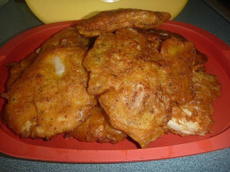 Těstíčko: solamyl, mouku, koření, bazalku, prášek do pečiva, vajíčko,trochu vody rozšleháme. Řízky naklepeme a namáčíme maso v těstíčku. Smažíme.