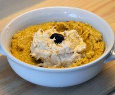 BACCALÀ MANTECATO Preparazione a base di baccalà cotto con olio, acqua e sale servito insieme alla polenta.