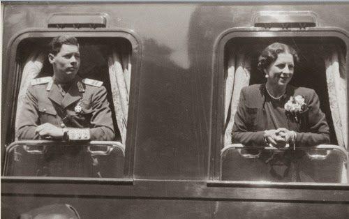 Regina Elena si Regele Mihai in Trenul Regal