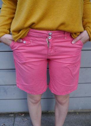 Hellrote bequeme Shorts frisch auf #Kleiderkreisel http://www.kleiderkreisel.de/damenmode/caprihosen/135978841-lachsfarbene-capri-shorts-aus-stoff-von-only