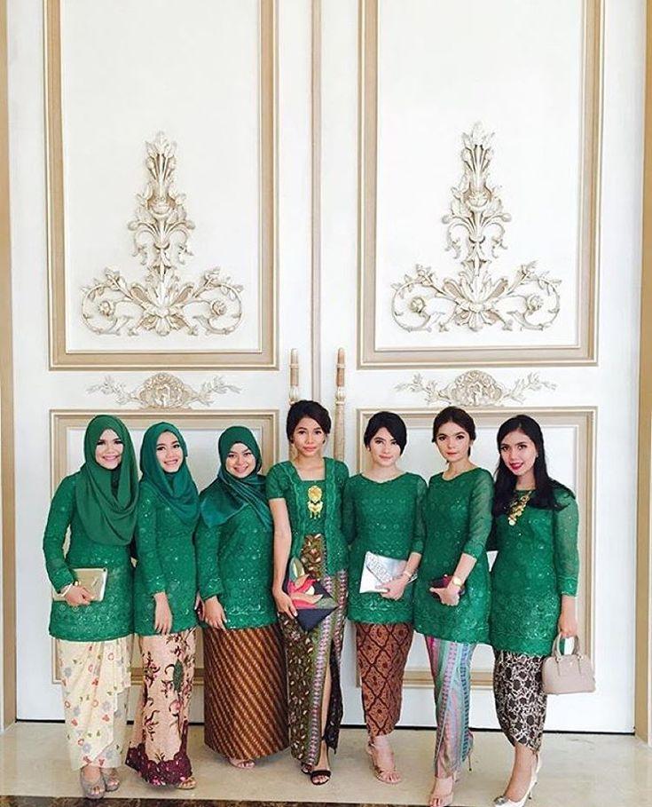 "2,362 Likes, 59 Comments - Kebaya Inspiration INDONESIA (@kebaya_inspiration) on Instagram: ""Going green with different colors of #kain.  Regram from @vickyamalias  #kebayainspiration #kebaya…"""