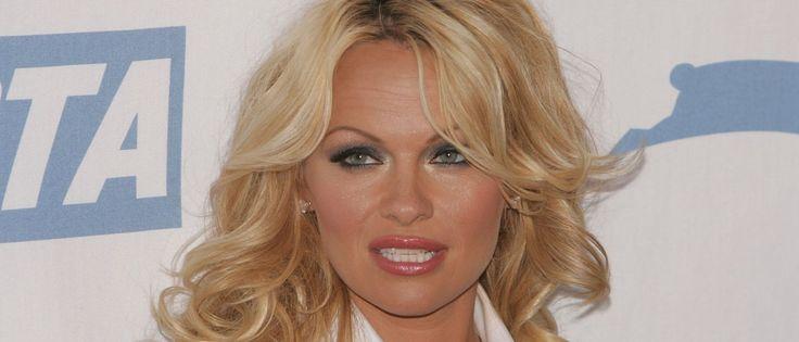 """Noticias ao Minuto - Pamela Anderson: """"A pornografia é para falhados""""Pamela Anderson: """"A pornografia é para falhados"""" A atriz deu uma polémica entrevista, na qual critica severamente a propagação da pornografia e os seus efeitos negativos na comunidade.- Em entrevista ao Wall Street Journal, a atriz afirmou: """"É um perigo público sem precedentes proporcionado pela forma livre, anónima e facilmente disseminável da pornografia"""", argumenta. A artista acredita que agora é tarde demais para ten"""