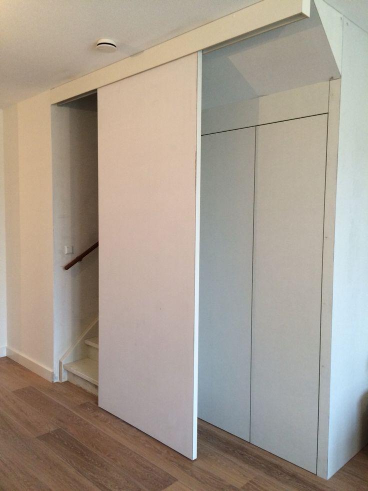 Trapkast met schuifdeur en opbergkast met 2 open slaande deuren. Nu nog aflakken en beslag erop en trapkast is klaar!   Ontwerp en uitvoer door www.meubelenmaatwerk.nl/www.steigerhoutenzo.nl.