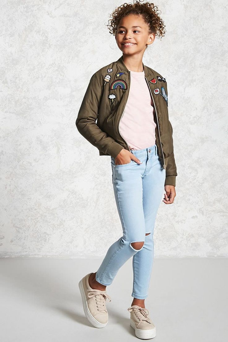 Forever 21 Girls - A pair of denim skinny jeans featuring distressing at the front knees, a five-pocket construction, subtle front whiskering, a faded wash, and zip fly.