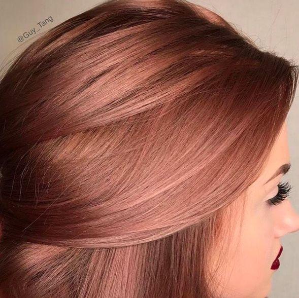 """Lo interesante es que, aunque incluye rosa, no es un cambio drástico, pero sí uno bastante bonito.   15 Pruebas de que el cabello """"rosa dorado"""" es el cambio que necesitas"""