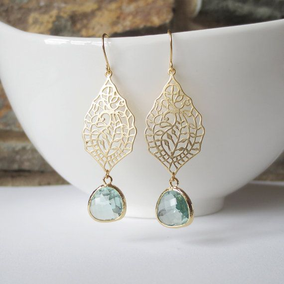 Drop Earrings, Dangle Earrings, Bridesmaid Earrings,Wedding jewelry, Green, Paisley, Filigree, Gold Teardrop, Jewelry Gift