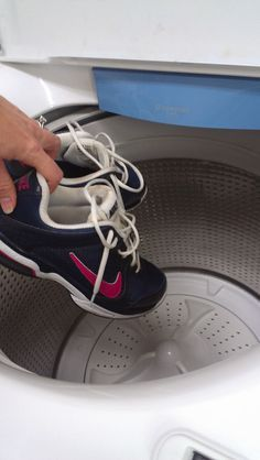 how to wash sports shoes in washing machine