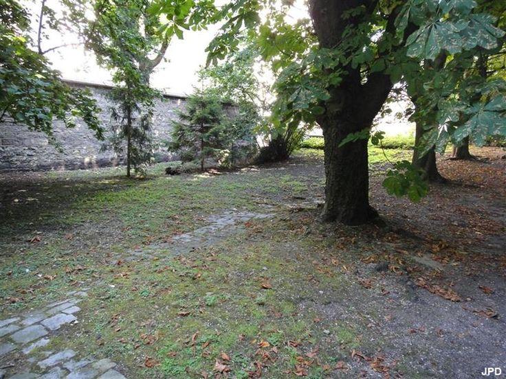 Villa des Otages. 85 rue Haxo paris 75019. Ancien bal où furent fusillés des otages par les Fédérés le 26 mai 1871 et enterrés au cimetière de Belleville,