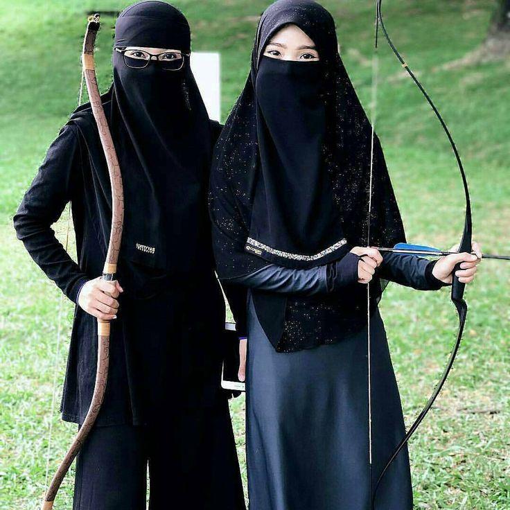 "7,821 Likes, 39 Comments - Please Call me TITANIA ❗ (@akhwat.muslimm) on Instagram: ""Bismillah. Fokus!  . #niqab #niqabis #niqabista #hijrahyuk #hijrahku #khimar #khimarsyari #cadar…"""