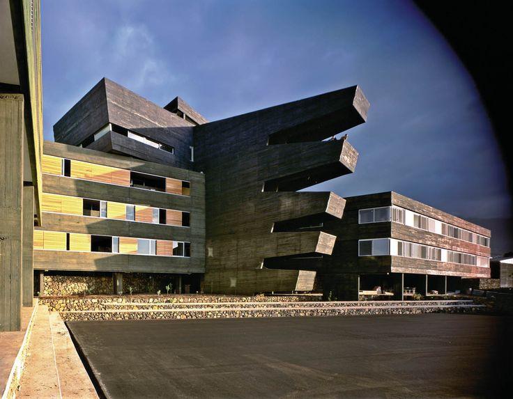 AMP Arquitectos. Instituto Rafael Arozarena en La Orotava, Tenerife. Fotografía: Hisao Suzuki.
