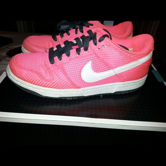Nike shoes Neon pink Nike shoes in great condition Nike Shoes