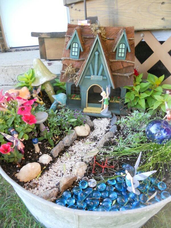 fairy garden decor pinterest gardens garden container and fairies. Black Bedroom Furniture Sets. Home Design Ideas