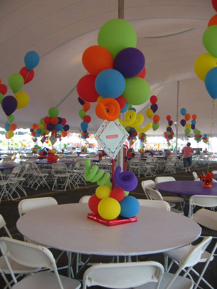Board game theme centerpieces for a tent balloon decor for Table decor international inc