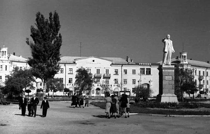 бердянск старые фото стоит корчить