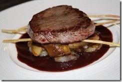 SAUCE CACAO (pour biche, autruche...) - (échalote, vin rouge, cannelle, anis étoilé (badiane), fond de veau, chocolat noir, sel, poivre blanc)