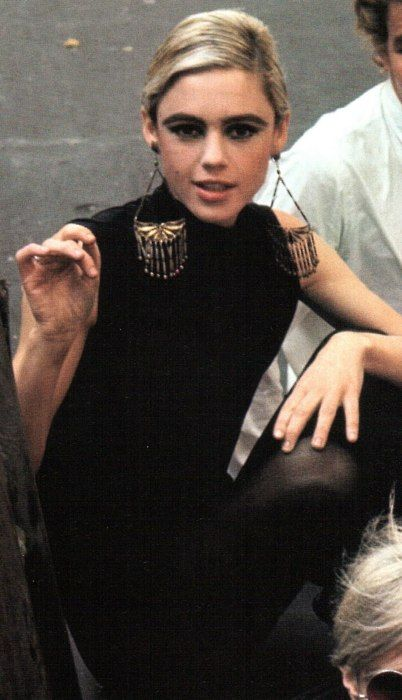 Edie Sedgwick. earrings!