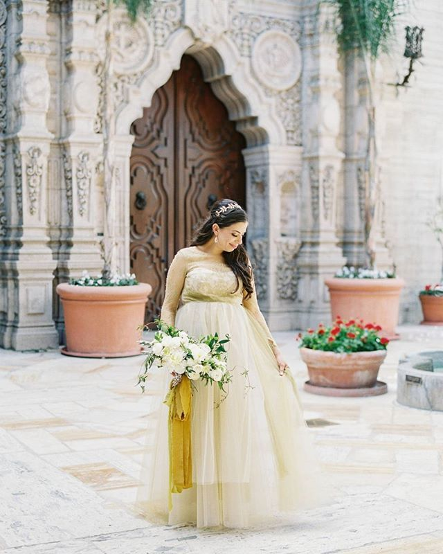 From the stunning architecture of the Mission Inn to the gorgeous gold and gray color palette that touches everything including the Bride's golden @marchesafashion  gown, @poshpeony's wedding  is a feast for the eyes! | Photography: @spostophoto | Floral Design: @poshpeony | Wedding Dress: @marchesafashion | Hair + Makeup: @glamarazzigirl | Ribbons: @tonoandco | Calligraphy: @pirouettepapercompany | Vow Books: @seniman_calligraphy | Venue: @missioninnhotel  Instagram Profile: @stylemepretty…
