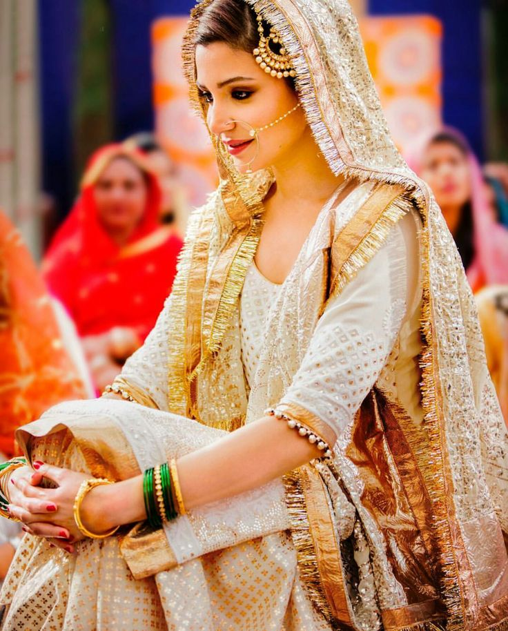 Anushka Sharma wearing Ivory outfit in Sultan