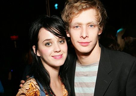What the hell, Half-sack?! Actor Johnny lewis murdered his landlady and her cat, he then killed himself? Nuts.