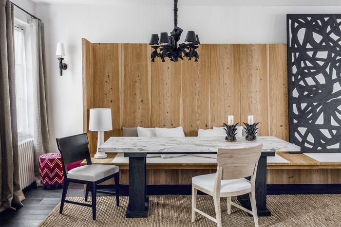 La maison de Gilles & Boissier a Biarritz D'un côté du salon, la table et les chaises Circée (Gilles & Boissier) dessinent le coin salle à manger. Le pouf est un prototype créé pour le Mandarin oriental de Marrakech. Applique en corde et lustre de Christian Astuguevieille. Sur la table, une paire de bougeoirs en céramique mexicaine.