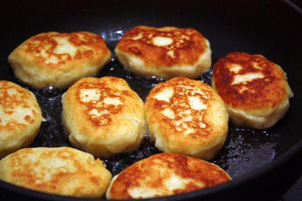 Картофельные котлеты под грибным соусом